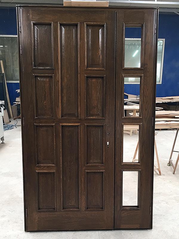 usa de exterior din lemn